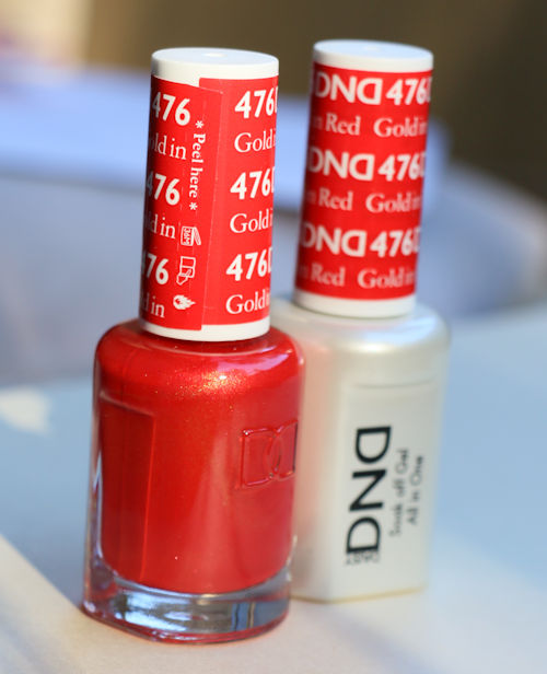 476-Daisy-gold-in-red-gel-polish
